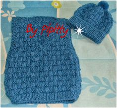 Finalizei mais uma lembrança: desta vez para um garoto que está fazendo 1 ano.  Para ele tricotei um colete azul, com 2 fios de lã Cristal e...