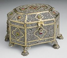 Small casket  Early 18th century  India  Silver, filigree, gilding, emeralds and rubies