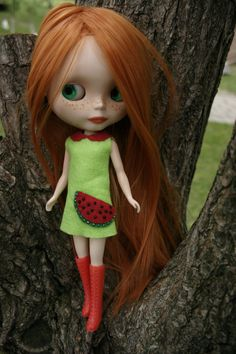 Items similar to SALE Green Watermelon Felt Dress for Blythe on Etsy Pretty Dolls, Cute Dolls, Beautiful Dolls, Watermelon Dress, Green Watermelon, Red Hair Doll, Freckle Face, Cabbage Patch, Little Doll