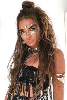 30 Peace & Love Hippie Hairstyles for Rock'n'Roll Queens - hippie style Hippie Style, Gypsy Style, Hippie Makeup, Hippie Hair, Boho Updo, Bohemian Hairstyles, Hairstyles With Bangs, Easy Hairstyles, Simple Hairdos