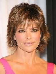 Lisa Rinna - short hairstyle (I like the texture)