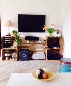 meuble télé avec des caisses et palettes fait par Y BA !