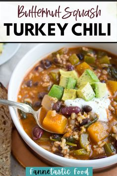 Looking for a healthy turkey chili recipe with butternut squash? This delicious twist on turkey chili makes it even healthier and more nutritious! The flavors compliment each other so well. One of my favorite chili recipes for cold weather! Healthy Soup Recipes, Delicious Dinner Recipes, Chili Recipes, Lunch Recipes, Real Food Recipes, Crockpot Recipes, My Favorite Chili Recipe, Turkey Chili, Easy Meals