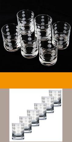 Das gewählte moderne Motiv - Punkten macht jedes Glas zu einem einzigartigen Blickfang. Zusammen entfalten sie ihren vollen Glanz. Es ist eine perfekte Geschenkidee, die Harmonie von Funktion, Qualität und Eleganz. Egal ob du ein Geschenk suchst oder ein Highlight für dein Zuhause. Mit diesen Gläsern mit Gravur liegst du immer richtig. #schnapsglaeser #gravur #mitmotiv # modern
