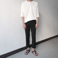 Have you ever checked out a model, singer or actress and think to yourself that it is a look that is not possible to attain? You can look great, too. Korean Fashion Men, Korean Street Fashion, Korea Fashion, Fashion Photo, Mens Fashion, Fashion Outfits, Minimal Fashion, Urban Fashion, Estilo Street