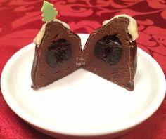 Mont Blanc: Amarenakirsche auf Eiskonfekt in Schokoladenmarzipan