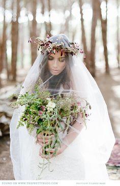 Flowers & veil   Photo: @Yolandé Marx, Flowers: Flowers in the foyer, Veil: Rosenwerth