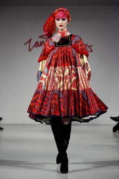 zandra rhodes   Zandra Rhodes Fall Winter Ready To Wear 2012 Paris