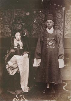 Korean Traditional Wedding Ceremony  Hwang Cheol, Albumin Print, 13.3x9.5cm, 1880's