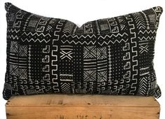 Black and White African Mud Cloth Pillow Cover This pillow is handmade with authentic hand dyed African Mud Cloth. Black Throw Pillows, Modern Throw Pillows, Throw Pillow Sets, Lumbar Pillow, Pillow Covers, Green Velvet Sofa, African Mud Cloth, Cotton Pillow, Printed Cotton