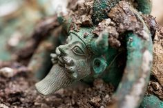 Im 5. Jahrhundert vor Christus ließ ein keltischer Fürst sich mit seinen Statussymbolen bestatten. Archäologen fanden sein außergewöhnliches Grab in der nordfranzösischen Gemeinde Lavau.