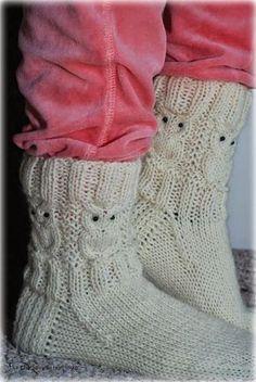 Villasukat matkalaukussa: Suloiset Pöllövillasukat (sis. ohje) Poncho Knitting Patterns, Knitted Poncho, Knitting Socks, Foot Warmers, Different Stitches, Owl Patterns, Wool Socks, Baby Sweaters, Keep Warm