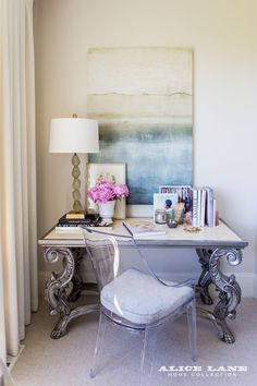 Show N' Tell — Suite Escape  Inside Emily Jackson's master bedroom Design by Alice Lane Photo by Lindsay Salazar