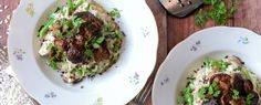 Qooking.ch | Risotto aux shiitake, haricots et copeaux de chocolat Risotto, Beef, Food, Chocolate Curls, Beans Recipes, Recipe, Meat, Meals, Ox