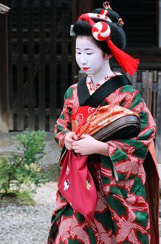 The maiko Ichiemi of Ponto-cho at Yasaka Shrine during Setsubun in Kyoto.