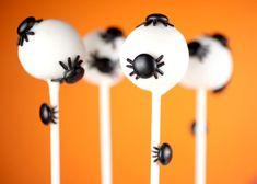 spider cake pops for Halloween Halloween Cake Pops, Dessert Halloween, Fete Halloween, Creepy Halloween, Holidays Halloween, Halloween Baking, Halloween Goodies, Halloween 2014, Halloween Season