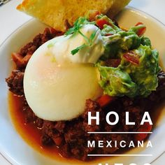 Simple and healthy - mince, poached egg, guacamole and a little sour cream Egg Recipes, Mexican Food Recipes, Dinner Recipes, Party Recipes, Ethnic Recipes, Thanksgiving Recipes, Holiday Recipes, Incredible Eggs, Food Dishes