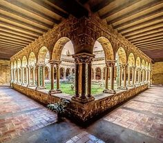 #Olite es mucho más que el famoso Palacio-Castillo. Para muestra, un botón: el claustro de la iglesia de San Pedro ¿Qué te parece? (Foto: @zoek69 / Instagram) #Navarra #medieval #arte