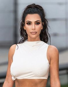 Kim Kardashian and her easiest hairstyle: this is how the & influencer& is styled. - Kim Kardashian and her easiest hairstyle: this is how the & influencer& is styled. Khloe Kardashian, Kardashian Kollection, Kim Kardashian Peinado, Kim Kardashian Haircut, Kim Kardashian Wedding, Estilo Kardashian, Robert Kardashian, Kim Kardashian Hairstyles, Kim Kardashian Ponytail