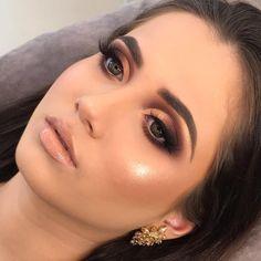 O segredo das maquiadoras de sucesso - As melhores técnicas de maquiagem para festas e eventos - Fashion Trends 2020 Modadiaria 每日时尚趋势 2020 时尚 Glam Makeup Look, Pretty Makeup, Love Makeup, Makeup Inspo, Makeup Inspiration, Makeup Ideas, Makeup Blog, Makeup Kit, Wedding Makeup Tips