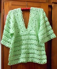 Ideas For Crochet Dress Adult Yarns Crochet Poncho With Sleeves, Crochet Tunic, Crochet Mittens, Crochet Clothes, Crochet Lace, Free Crochet, Boho, Shirts, Kimono