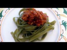 Tagliatelle de espinacas con salsa ragú
