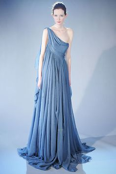 Again, love the color and the flowy style. #dress #marchesa