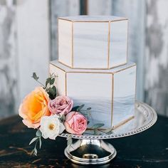 Browsing through wedding cakes for a November wedding & came across this magnificent piece by custombakedcakes.com