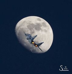 Fly me to the moon {Explored} by simonm1701