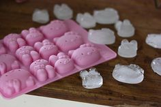 This is a new style hello kitty ice cube tray,which have and multiple pose hello kitty inside.It is so cute and funny,a great gift and favor for birthday,party or hello kitty fans. My Melody Sanrio, Hello Kitty My Melody, Hello Kitty Items, Hello Sanrio, Hello Kitty Crafts, Hello Kitty Kitchen, Hello Kitty Birthday, Cat Party, Just In Case