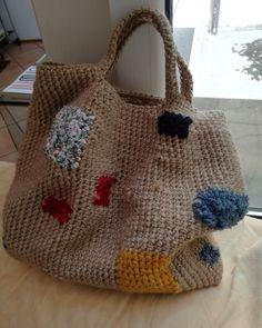 Ispirata da Daniela Gregis Fatta con iuta, cotone, velluto e stoffe riciclate