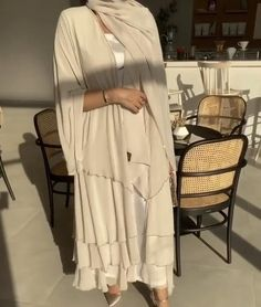 Hijab Fashion Summer, Modest Fashion Hijab, Street Hijab Fashion, Abaya Fashion, Muslim Fashion, Fashion Outfits, Abaya Designs Dubai, New Abaya Design, Hijab Evening Dress