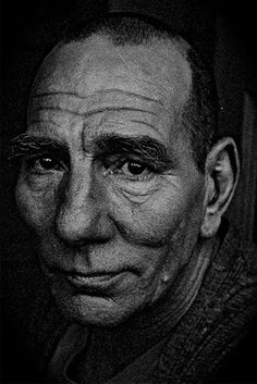 "Peter William ""Pete"" Postlethwaite, February 1946 – 2 January English stage, film and television actor. Pete Postlethwaite, Foto Art, Celebrity Portraits, British Actors, American Actors, Black And White Portraits, Interesting Faces, Famous Faces, Belle Photo"