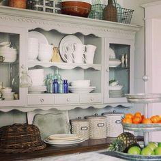 Vintage keukenkasten, Klassieke keuken and Keukenkasten on Pinterest