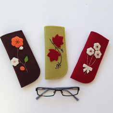 Reading Glasses Cases with Felt Handy, stylish reading glasses with flower / leaf figures on felt . Easy Felt Crafts, Felt Diy, Craft Stick Crafts, Diy Crafts, Stylish Reading Glasses, The Wave, Felt Case, Easter Gift Baskets, Glasses Case