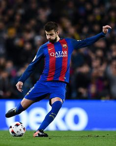 Gerard Pique of FC Barcelona runs with the ball during the Copa del Rey round of 16 second leg match between FC Barcelona and Athletic Club at Camp Nou on January 11, 2017 in Barcelona, Catalonia.