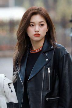 Weki Meki Doyeon Airport Fashion - Official Korean Fashion Kpop Girl Groups, Korean Girl Groups, Kpop Girls, Kim Doyeon, Airport Style, Airport Fashion, Jung Hyun, Mixed Girls, Ulzzang Girl