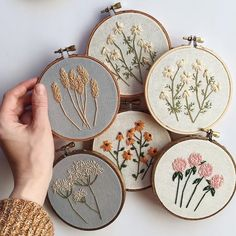Back to stitching Alberta Wild things. Whenever I'm lacking inspiration, or in a creative slump, I always come back home 🌿Ps. New shop listings soon! Stay tuned ❤️ via Likes, 94 Comments – floralsandfloss ( Learn how to embroider tips for hand em Embroidery Hoop Art, Hand Embroidery Patterns, Cross Stitch Embroidery, Hand Embroidery Flowers, Modern Embroidery, Embroidery For Beginners, Embroidery Techniques, Embroidered Flowers, Diy Broderie