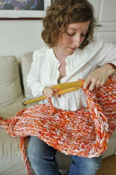 L'extreme knitting | in the loop - Le webzine des arts de la laine - check out these knitting needles!!!