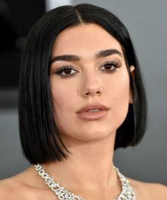 21 Of The Blissful Bob Hairstyles 2020 That Will Inspire You to Transform Your Hairstyle Medium Short Hair, Short Hair Cuts, Medium Hair Styles, Curly Hair Styles, Pixie Hairstyles, Straight Hairstyles, Cute Blonde Hair, Straight Black Hair, Chin Length Hair