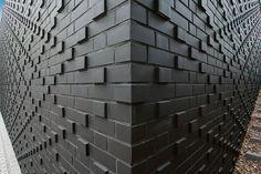 Röben Klinker, Bricks | Brick-Design® Schulmensa Louise-von-Rothschild-Schule, Frankfurt | Klinker: FARO schwarz-nuanciert Brick Architecture, Architecture Details, Interior Exterior, Exterior Design, Brick Bonds, Mensa, Cladding Materials, Brick Detail, Brick Art