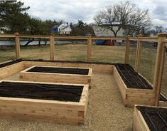 garden boxes Nice layout (that takes advantage of the peripheral walls) for a deer- and rabbit-proof vegetable garden. Backyard Vegetable Gardens, Veg Garden, Vegetable Garden Design, Garden Boxes, Fenced Garden, Potager Garden, Garden Fencing, Garden Farm, Garden Plants