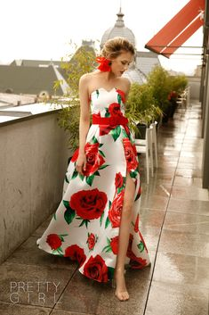 Taffeta floral maxi dress Floral Maxi Dress, Pretty Girls, Corset, Girl Fashion, Strapless Dress, Spring, Events, Dresses, Women's Work Fashion