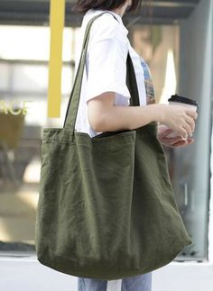 Latest fashion trends in women's Bags. Shop online for fashionable ladies' Bags at Floryday - your favourite high street store. Sacs Tote Bags, Diy Tote Bag, Diy Fashion, Fashion Bags, Sacs Design, Linen Bag, Fabric Bags, Canvas Shoulder Bag, Diy Clothes