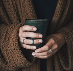 I am finally back home in my forest again. It's cold and dark but I'm keeping a fire going whilst wearing chunky knits and drinking coffee - and I love it here so much! #coffee #kaffe #lantliv #livetpålandet #knits #stickat #November #chunkyknits #dark #moody #rhodesfeather #perryrhodes #silver #ink #fingertattoo #livefolk #liveauthentic #hands #händer #jewellery