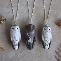 A little barn owl trio, part of the group of commissioned barn owls from the last shop update. Just a couple more to finish and soon… Owl Jewelry, Jewelry Box, Jewelery, Jewelry Accessories, Jewelry Necklaces, Jewelry Design, Jewelry Making, Couple Necklaces, Gold Jewellery