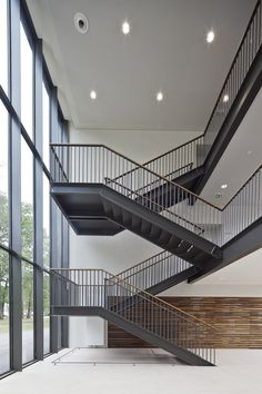Glass Stairs Design, Staircase Railing Design, Interior Stair Railing, Home Stairs Design, Stair Handrail, Brick Architecture, Interior Architecture, Steel Stairs, 100 M2