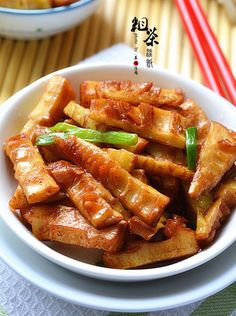 Stirfried Bamboo Shoots {recipe in Chinese} Asian Side Dishes, Veggie Side Dishes, Vegetarian Recipes, Cooking Recipes, Healthy Recipes, Bamboo Recipe, Bamboo Dishes, Cooking Movies, Asian Stir Fry
