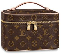 Get the trendiest Clutch of the season! The Louis Vuitton Nice Mini Monagram Coated Canvas Clutch is a top 10 member favorite on Tradesy. Louis Vuitton Handbags Crossbody, Vuitton Bag, Louis Vuitton Speedy Bag, Crossbody Bag, Louis Vuitton Cosmetic Bag, Louis Vuitton Suitcase, Luxury Handbags, Purses And Handbags, Vintage Louis Vuitton