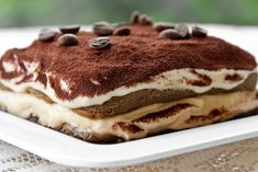 Tiramisu - layers of coffee soaked sponge lady fingers, sweet mascarpone and chocolate--MY ABSOLUTE FAV DESSERT! Italian Tiramisu, Italian Desserts, Köstliche Desserts, Sweets Recipes, Italian Recipes, Italian Dishes, Dessert Simple, Gelato, Love Food